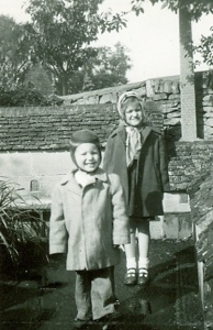 1952-sep-pam-and-don-lents-bourton-on-water